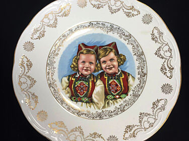 Decorative plate from the 1950s.